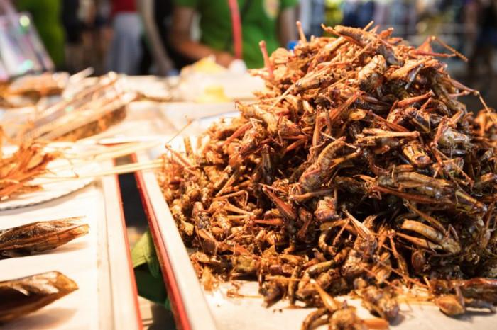 10 món ăn kỳ lạ nhất định phải thử khi du lịch đến Thái Lan - Ảnh 1.