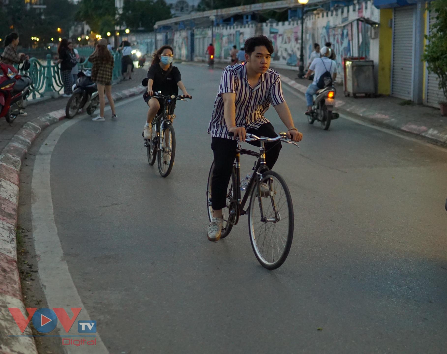 Trào lưu đạp xe hồ Tây thu hút các bạn trẻ - Ảnh 5.