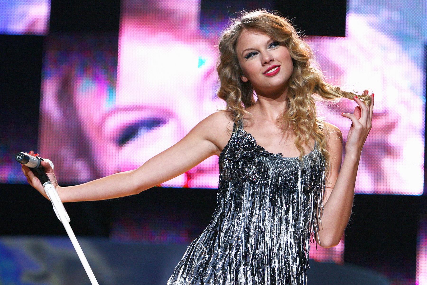 Taylor Swift phá kỷ lục của The Beatles - Ảnh 2.
