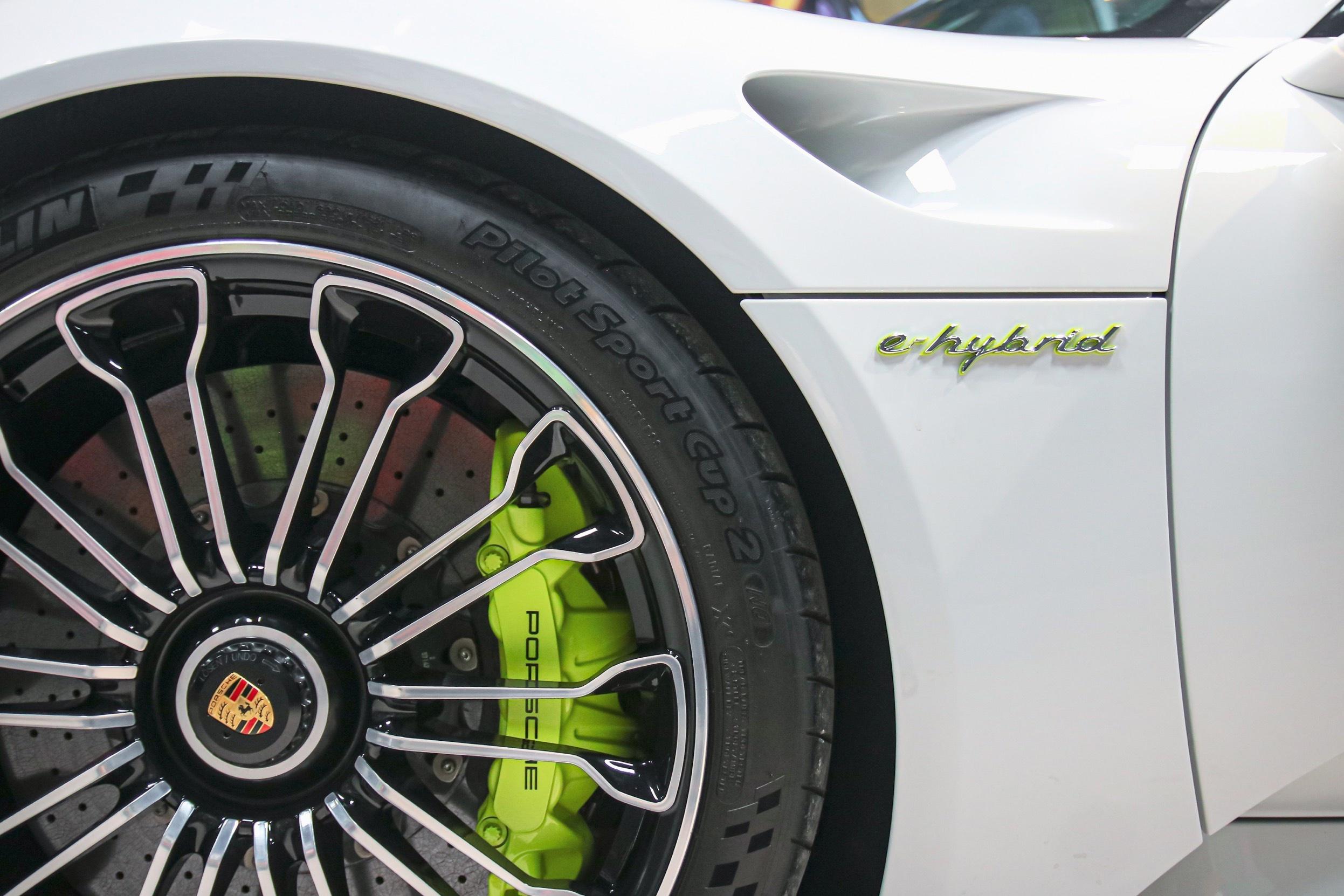 Siêu xe đắt nhất của Porsche về Việt Nam, giá khoảng 60 tỷ đồng - Ảnh 4.