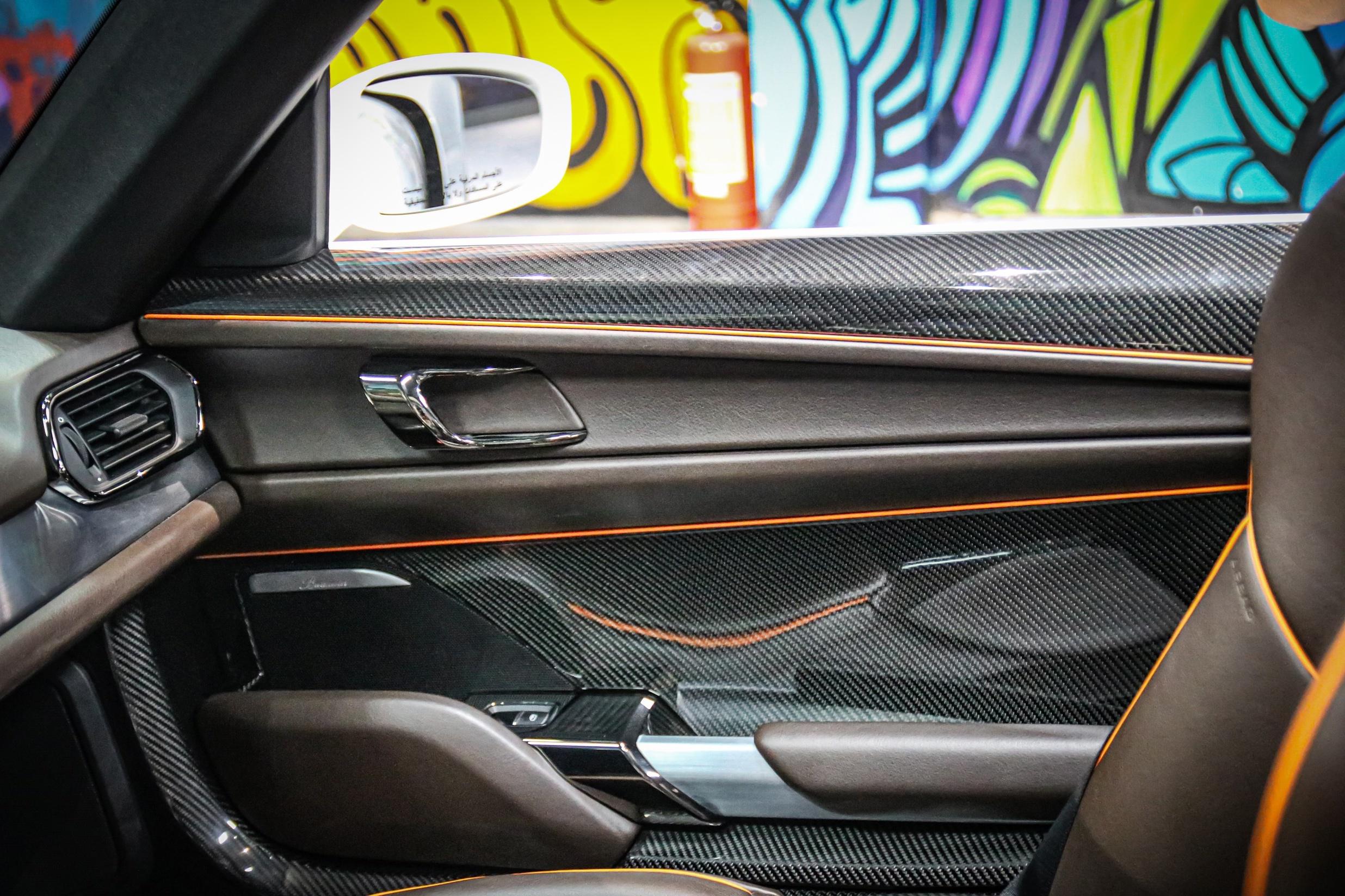 Siêu xe đắt nhất của Porsche về Việt Nam, giá khoảng 60 tỷ đồng - Ảnh 6.