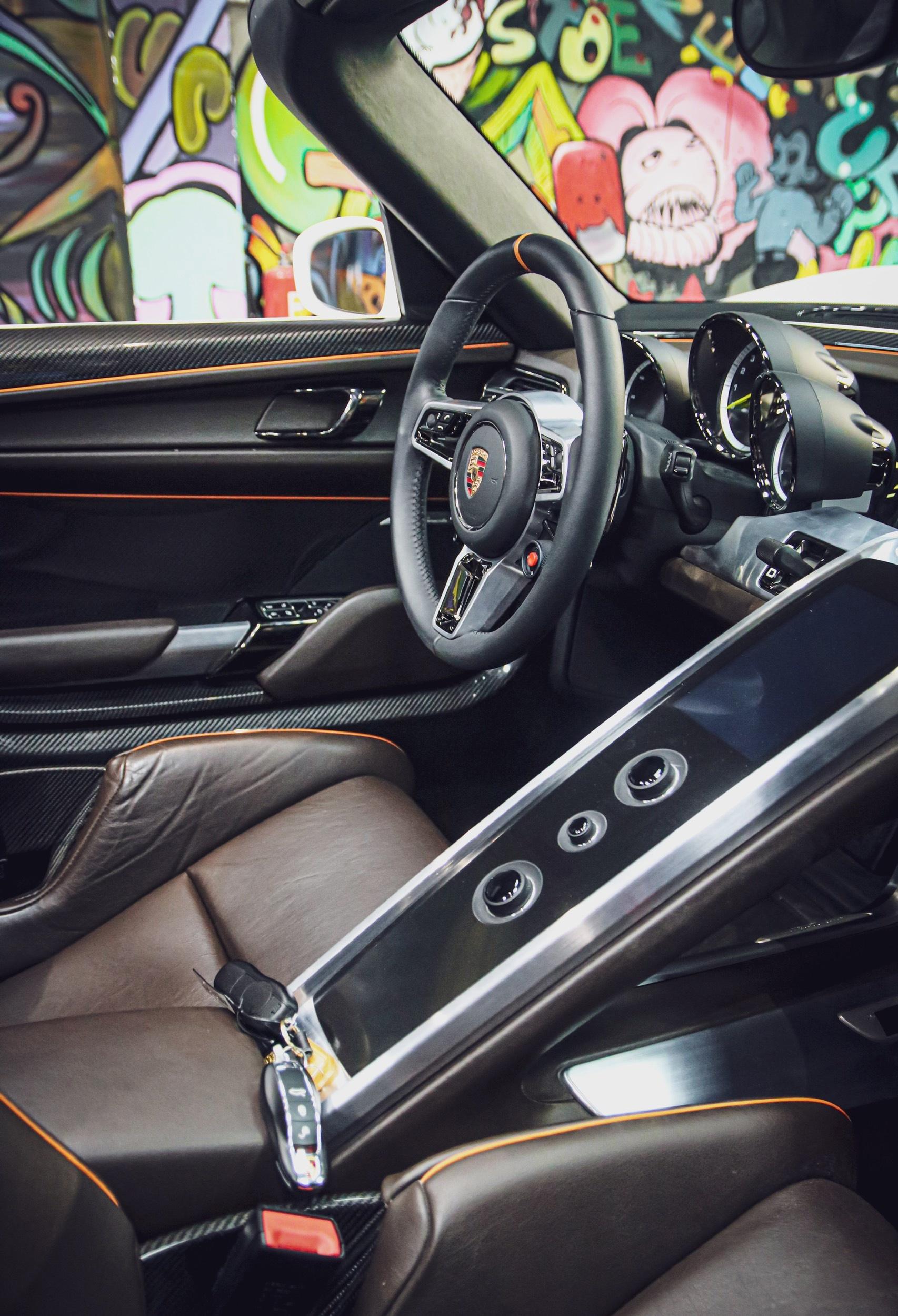 Siêu xe đắt nhất của Porsche về Việt Nam, giá khoảng 60 tỷ đồng - Ảnh 7.