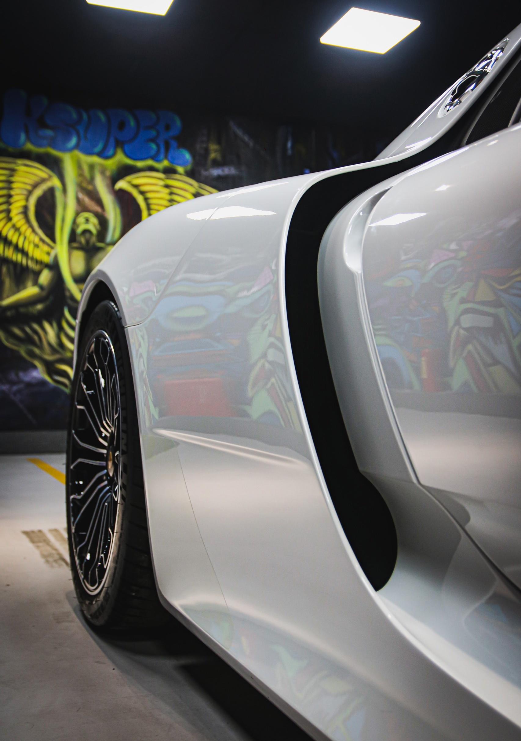 Siêu xe đắt nhất của Porsche về Việt Nam, giá khoảng 60 tỷ đồng - Ảnh 12.