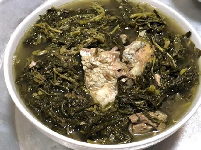 Canh rau sắn chua nấu cá - Đặc sản bình dị của người dân đất Tổ Vua Hùng - Ảnh 1.