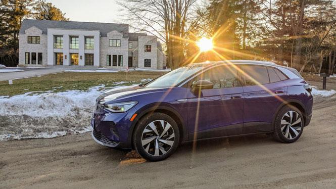 SUV chạy điện Volkswagen ID.4 được trao danh hiệu 'Xe của năm 2021' - Ảnh 1.