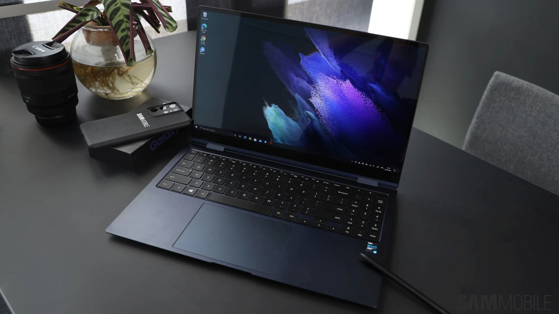 Samsung ra mắt laptop Windows màn hình OLED, nặng chưa tới 1 kg - Ảnh 3.