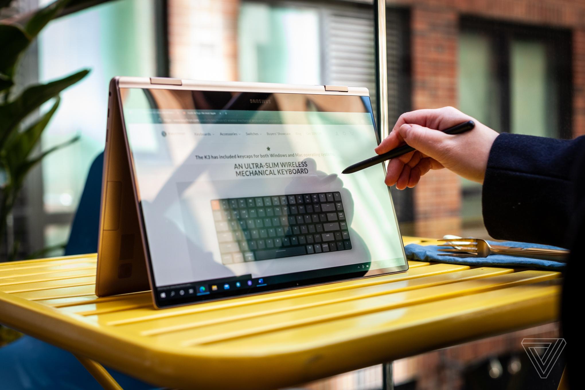 Samsung ra mắt laptop Windows màn hình OLED, nặng chưa tới 1 kg - Ảnh 6.
