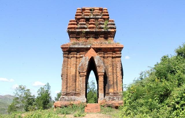 Cụm tháp Chăm ngàn tuổi độc đáo ở Bình Định hút khách check-in - Ảnh 6.