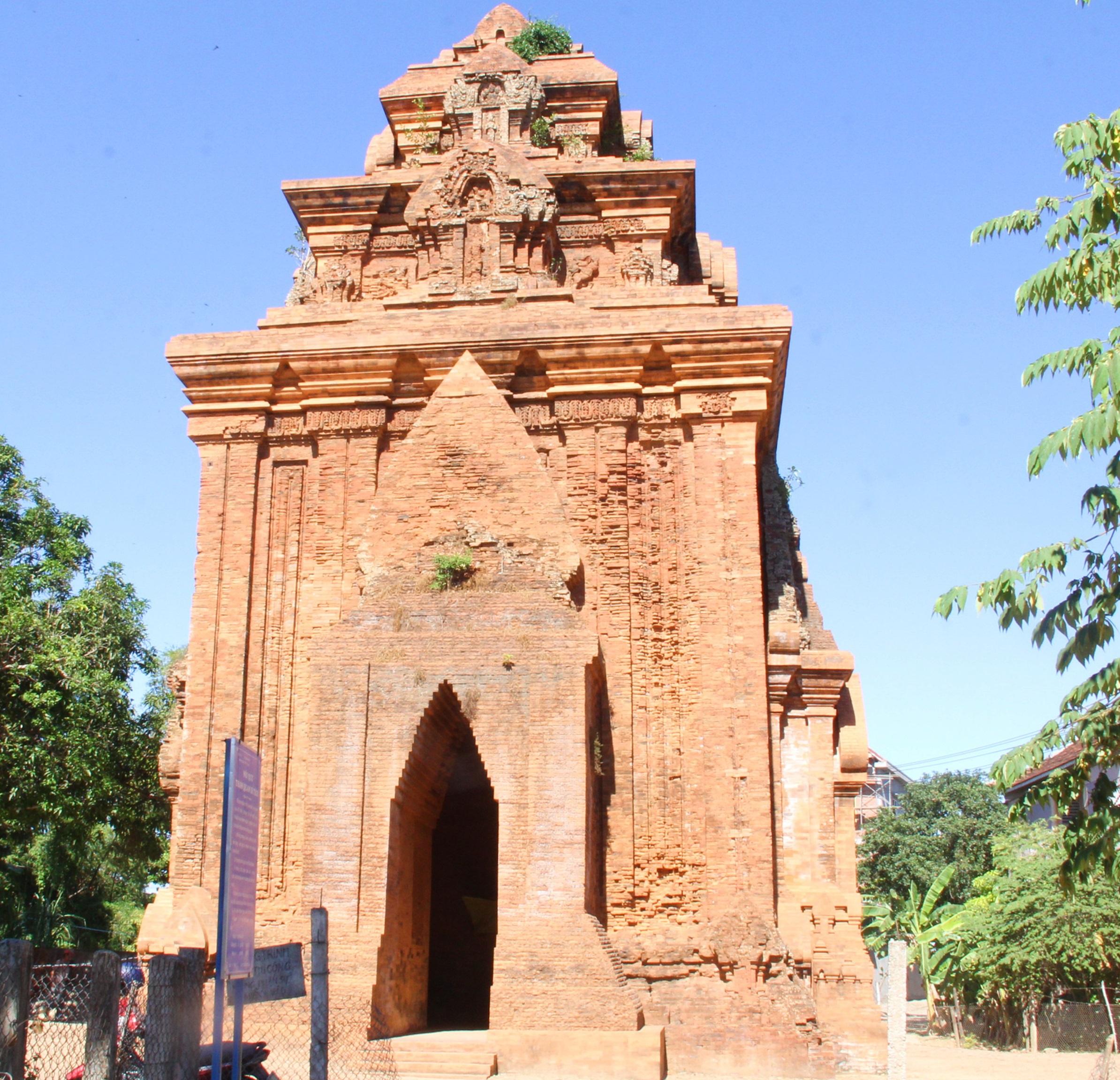 Cụm tháp Chăm ngàn tuổi độc đáo ở Bình Định hút khách check-in - Ảnh 9.