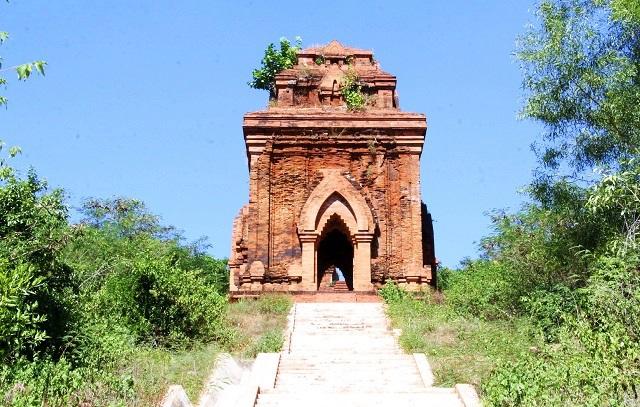 Cụm tháp Chăm ngàn tuổi độc đáo ở Bình Định hút khách check-in - Ảnh 7.