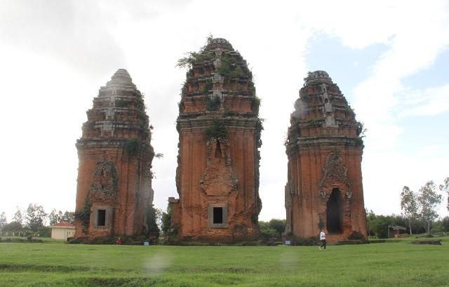 Cụm tháp Chăm ngàn tuổi độc đáo ở Bình Định hút khách check-in - Ảnh 8.