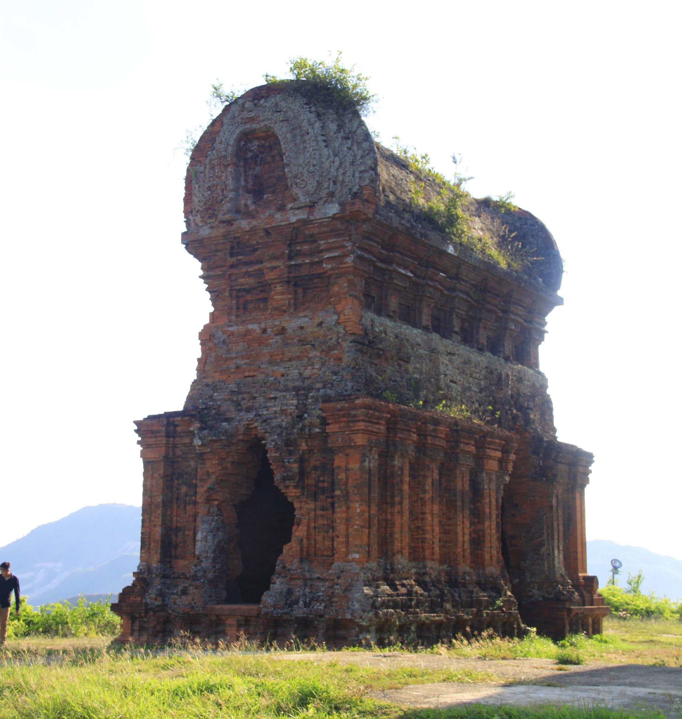 Cụm tháp Chăm ngàn tuổi độc đáo ở Bình Định hút khách check-in - Ảnh 5.