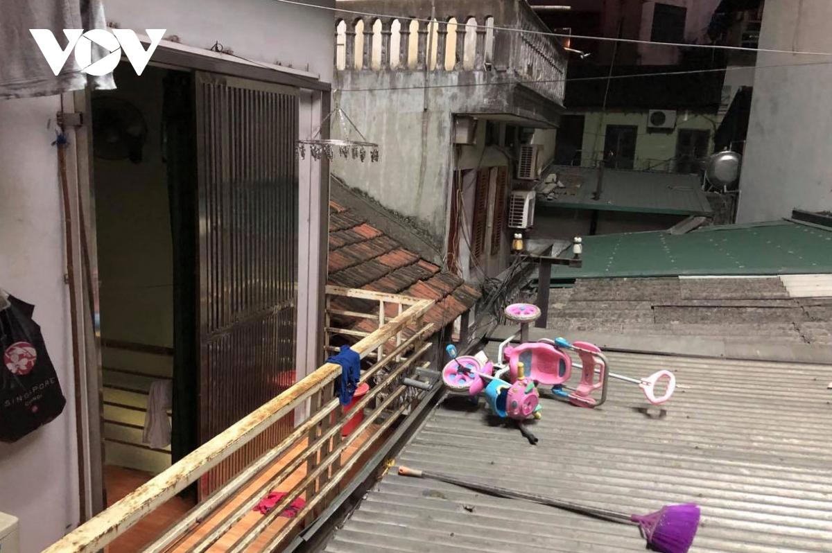 Biển quảng cáo bịt kín nhiều nhà trên phố, 'bịt' luôn cơ hội thoát thân khi hỏa hoạn? - Ảnh 13.