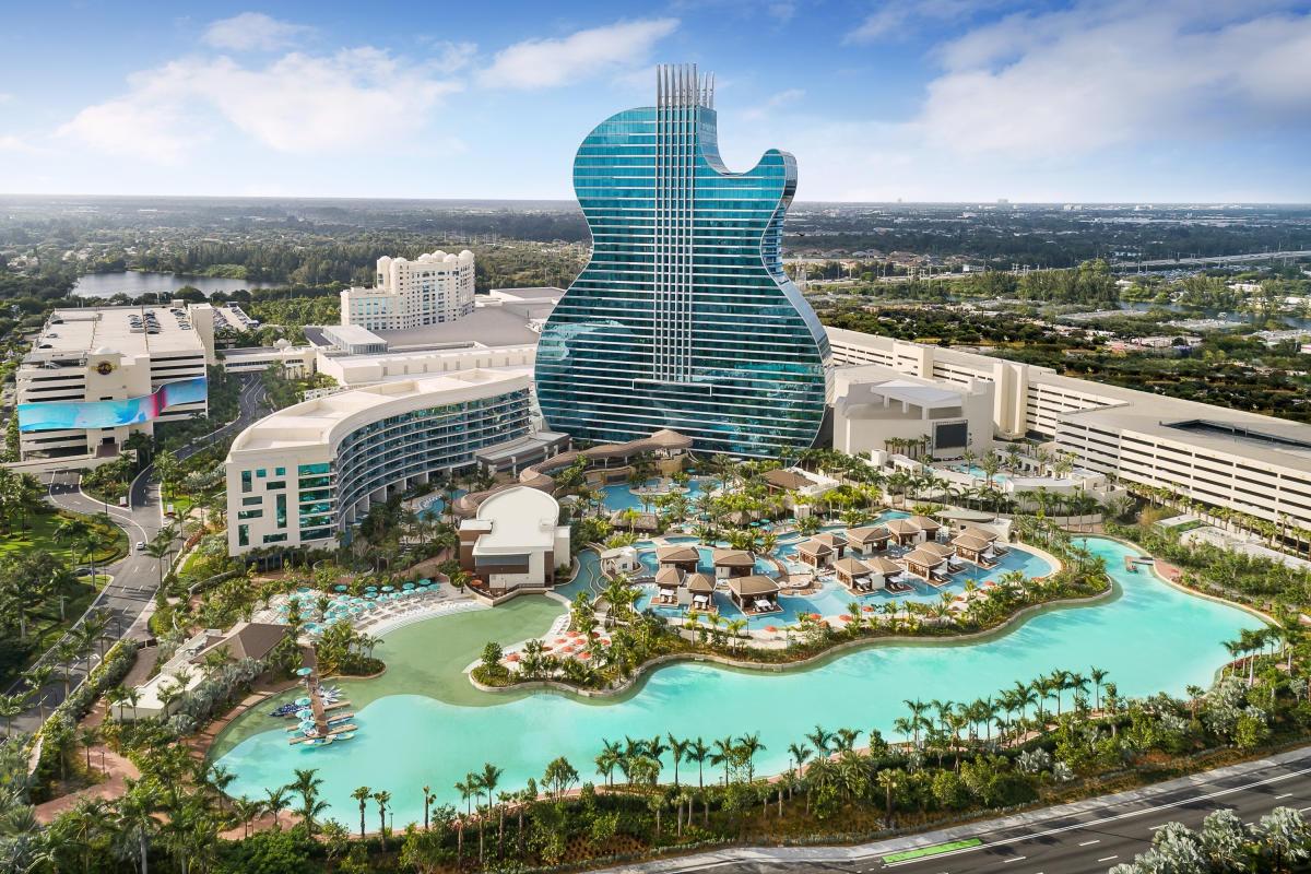 Khách sạn hình đàn guitar nơi tổ chức Hoa hậu Hoàn vũ - Ảnh 2.