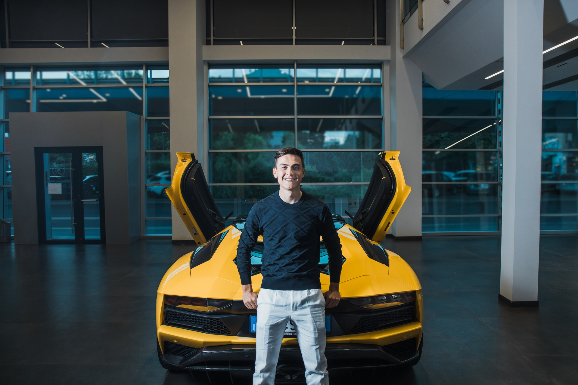 Chi tiết siêu xe Lamborghini Aventador S Roadster của Paulo Dybala - Ảnh 8.