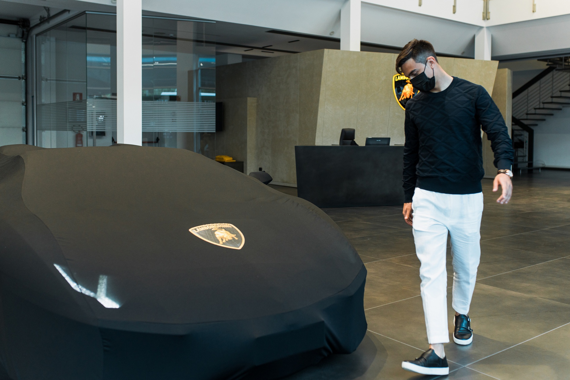 Chi tiết siêu xe Lamborghini Aventador S Roadster của Paulo Dybala - Ảnh 1.