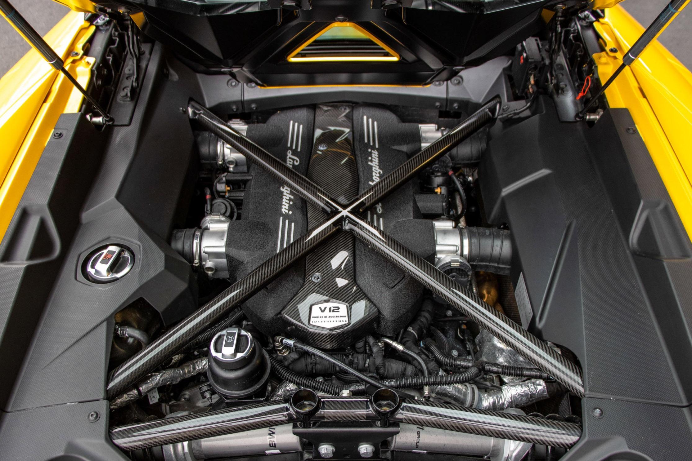 Chi tiết siêu xe Lamborghini Aventador S Roadster của Paulo Dybala - Ảnh 9.