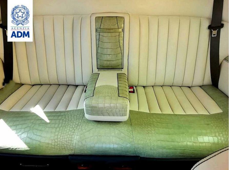 Rolls-Royce Phantom bị tịch thu vì nội thất bọc da cá sấu - Ảnh 2.