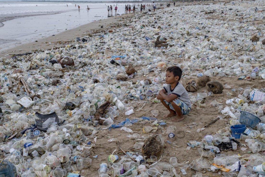 Trung Quốc phát triển tổ hợp vi khuẩn mới có khả năng 'ăn' nhựa - Ảnh 1.