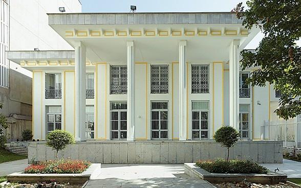 Bí thư thứ nhất Đại sứ quán Thụy Sĩ ở Iran rơi từ lầu cao và tử vong - Ảnh 1.