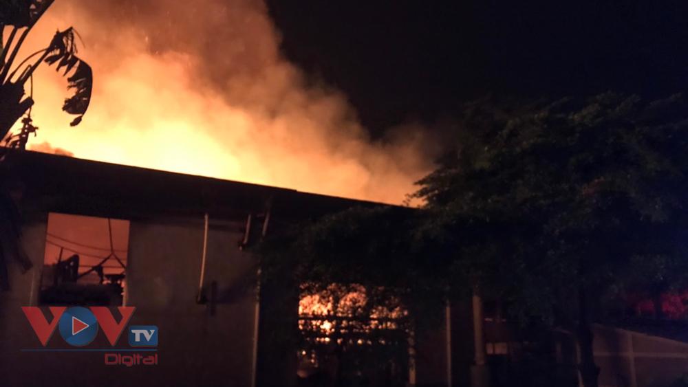 Công ty giấy cháy kèm tiếng nổ lúc đêm khuya.jpg