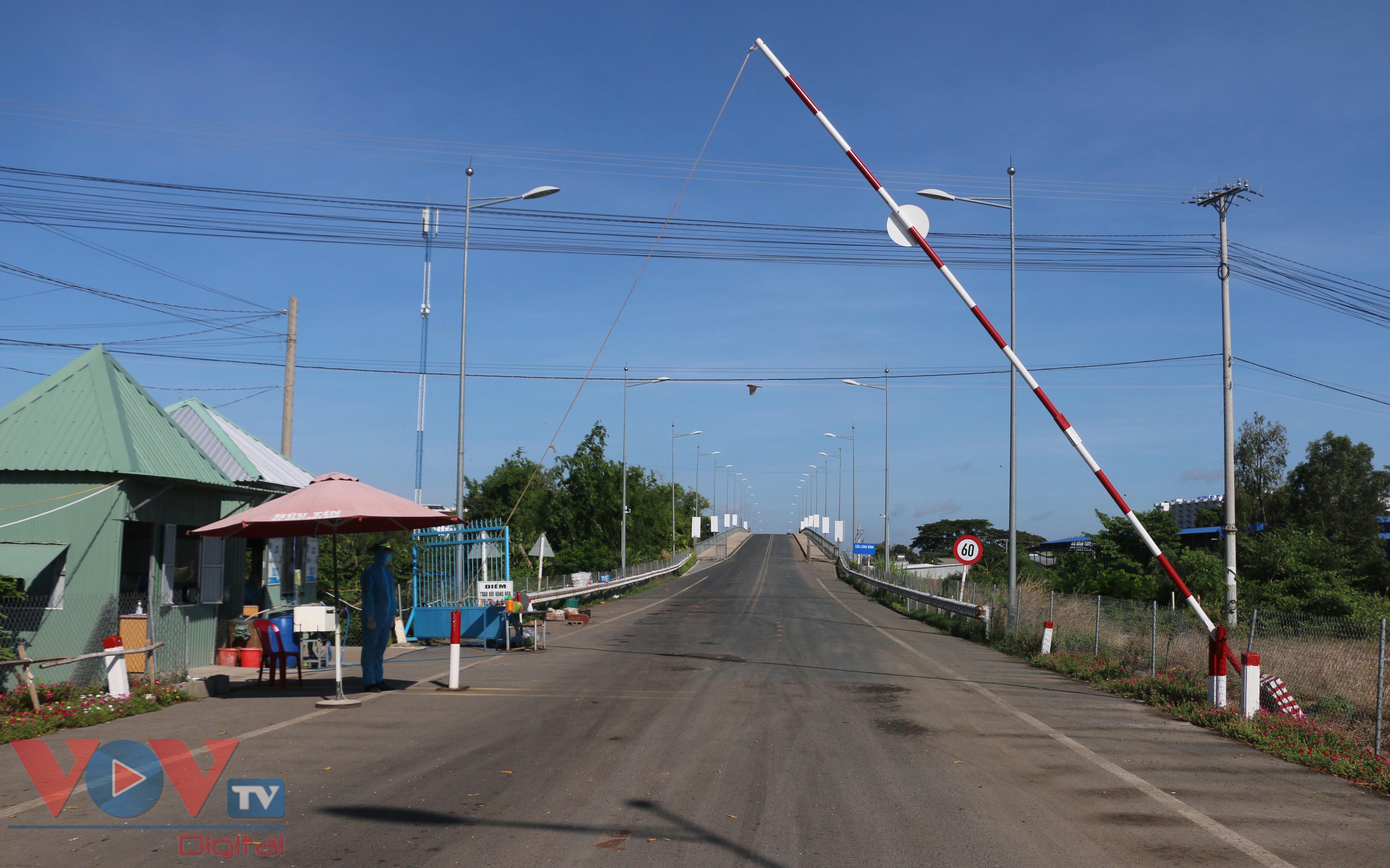 Trạm kiểm soát cửa khẩu Khánh Bình, nơi tiếp nhận 2 trường hợp nhập cảnh nghi dương tính với Covid-19.jpg