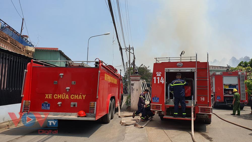 Xe chữa cháy liên tục được điều đến hiện trường.jpg