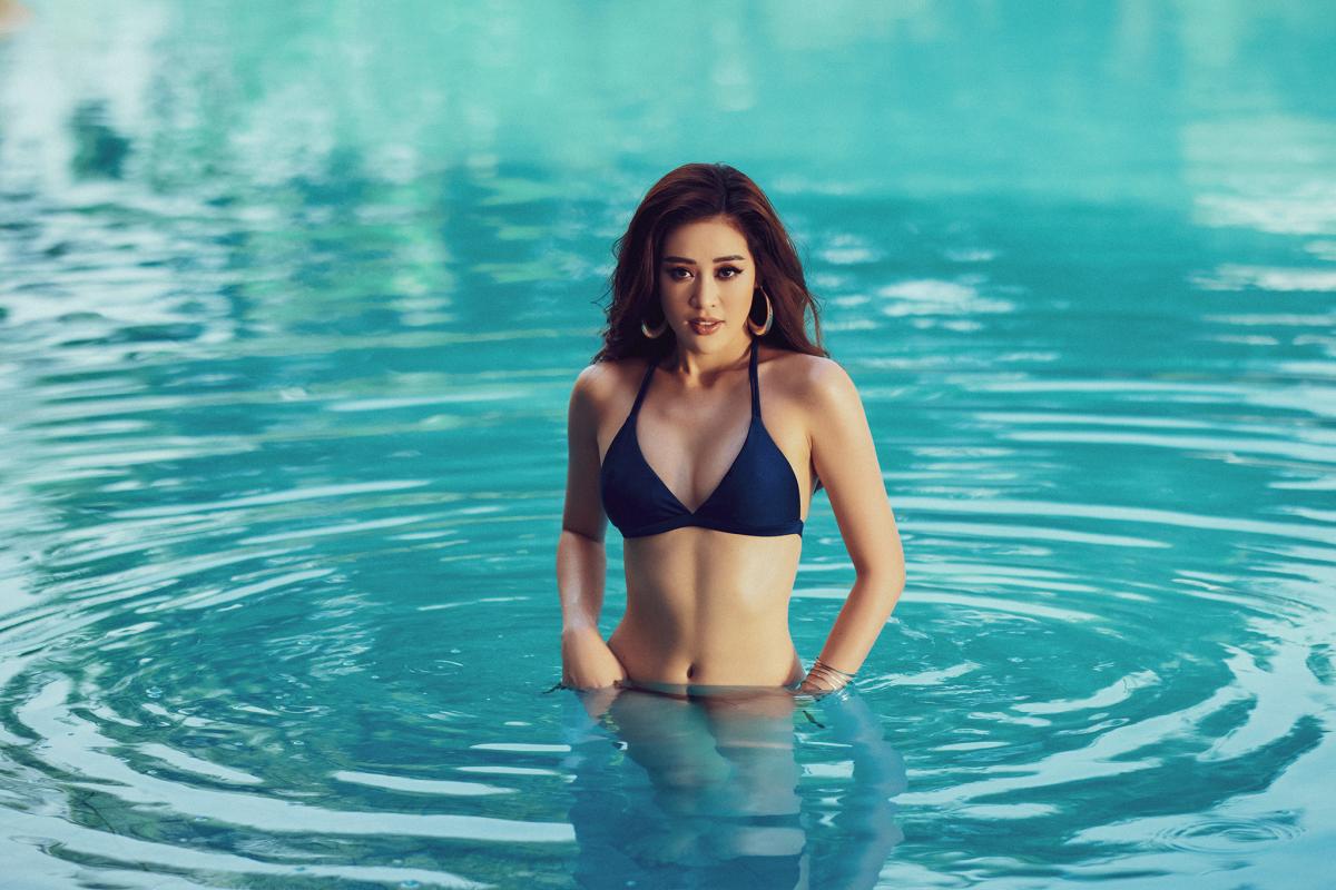 Mãn nhãn bộ ảnh bikini nóng bỏng của Hoa hậu Khánh Vân tại hồ bơi - Ảnh 4.