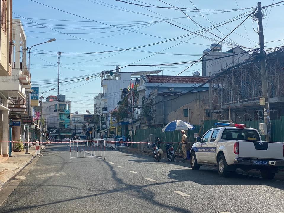 Phong tỏa khu phố liên quan đến nữ bệnh nhân Covid-19 ở Đồng Nai - Ảnh 1.