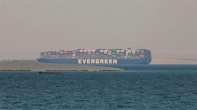 Siêu tàu chặn kênh đào Suez vẫn bị giữ vì thiếu tiền bồi thường - Ảnh 1.