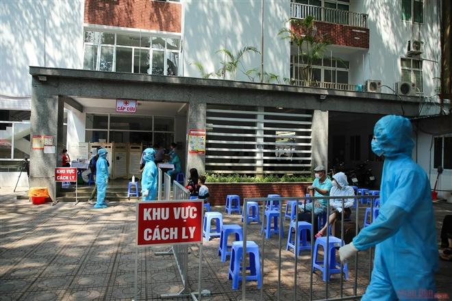 Hà Nội: Bác sĩ Bệnh viện Quân y 105 dương tính với SARS-CoV-2 - Ảnh 1.