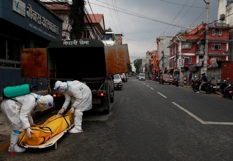 'Bão' Covid-19 tràn tới, Nepal dựng giàn thiêu tập thể - Ảnh 4.