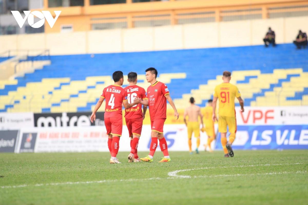 Trận SLNA - Hà Nội FC có nguy cơ bị hoãn vì Covid-19 - Ảnh 1.