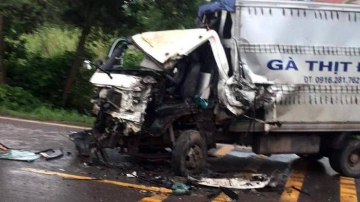 Xe tải va chạm xe cứu hỏa khiến 1 người bị thương nặng - Ảnh 1.