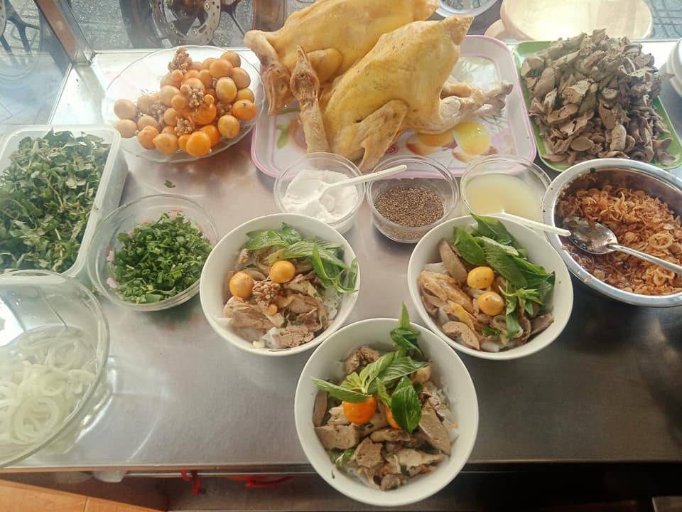 Đặc sản bánh ướt lòng gà ở phố núi, khách vừa ăn vừa xuýt xoa vì ngon - Ảnh 2.