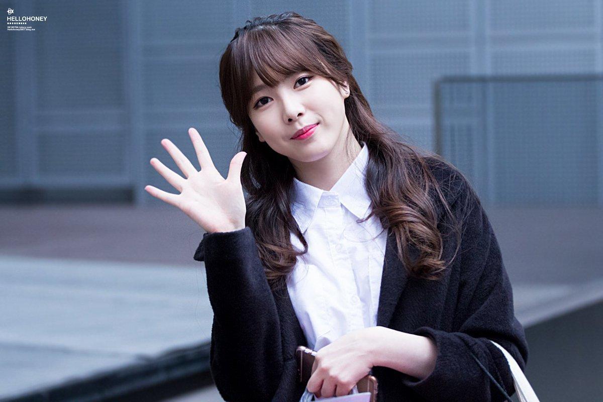 Sự nghiệp bị hủy hoại, phải làm phục vụ quán cà phê của nữ ca sĩ Hàn - Ảnh 2.