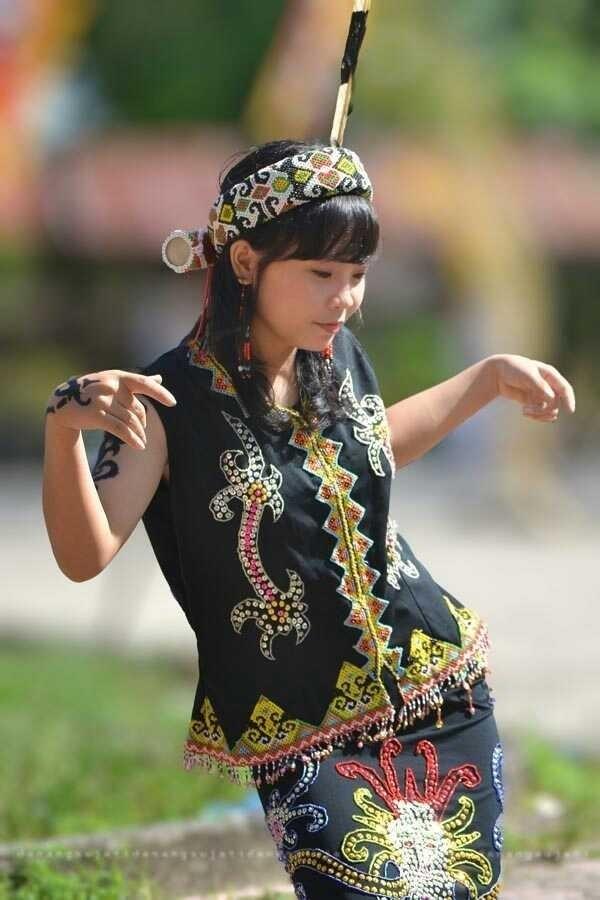 Những bộ tộc sở hữu nhiều mỹ nữ nhất thế giới - Ảnh 7.