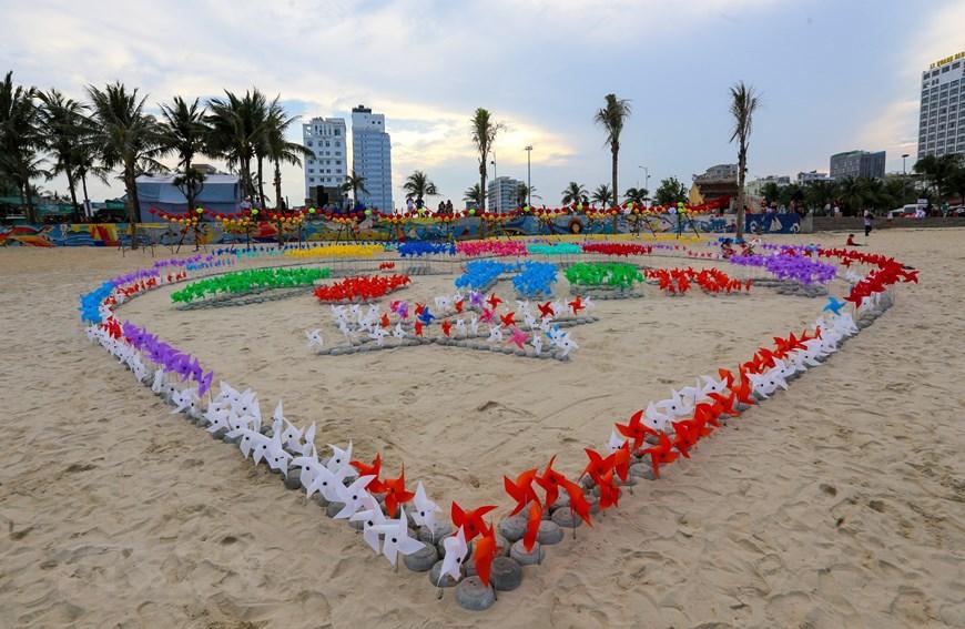 Ngắm biển Mỹ Khê vừa được chọn vào top 25 bãi biển đẹp nhất châu Á - Ảnh 4.