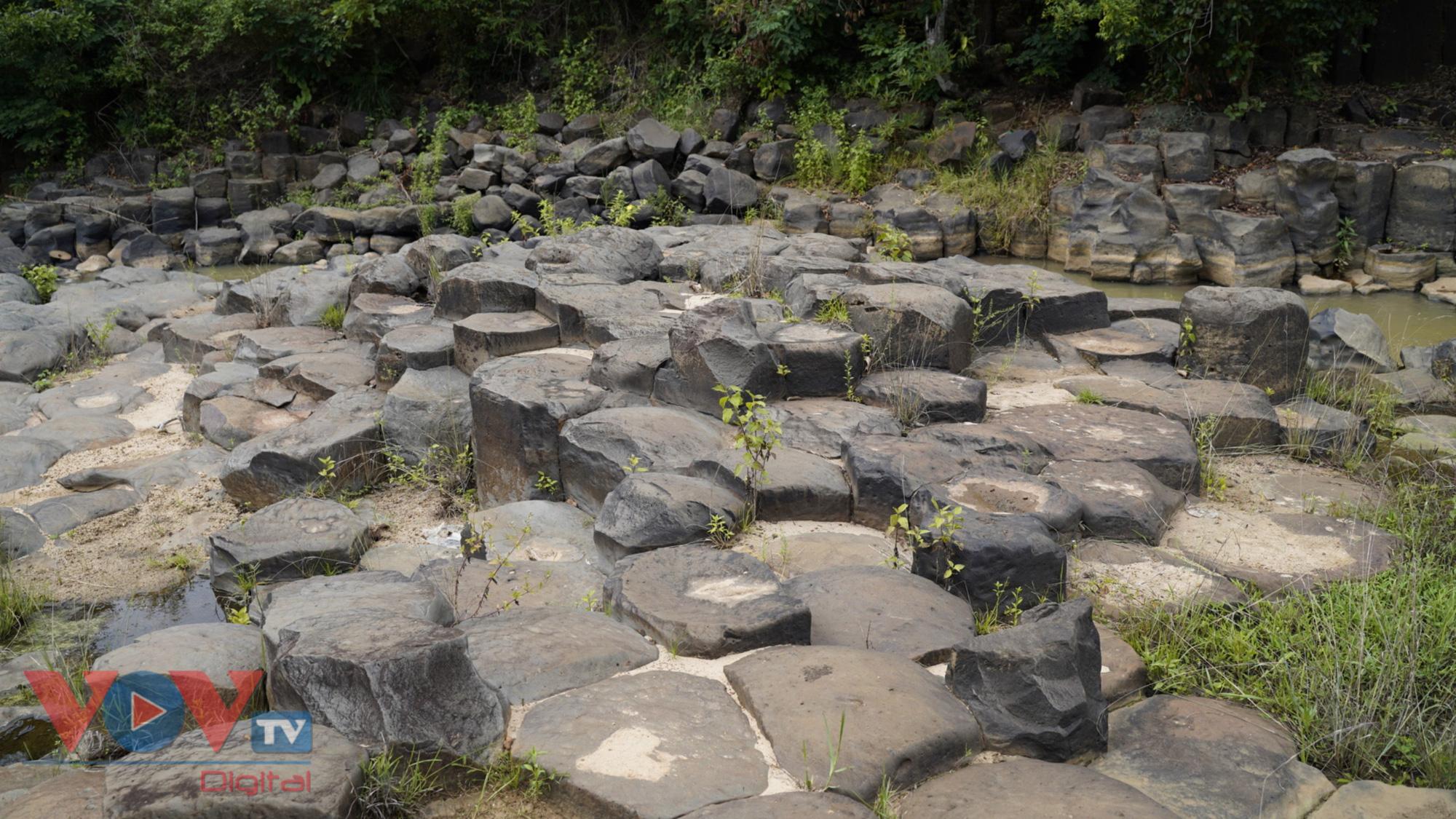 Gia Lai: Mê đắm vẻ đẹp hoang sơ của suối đá núi lửa Ia Ruai - Ảnh 5.