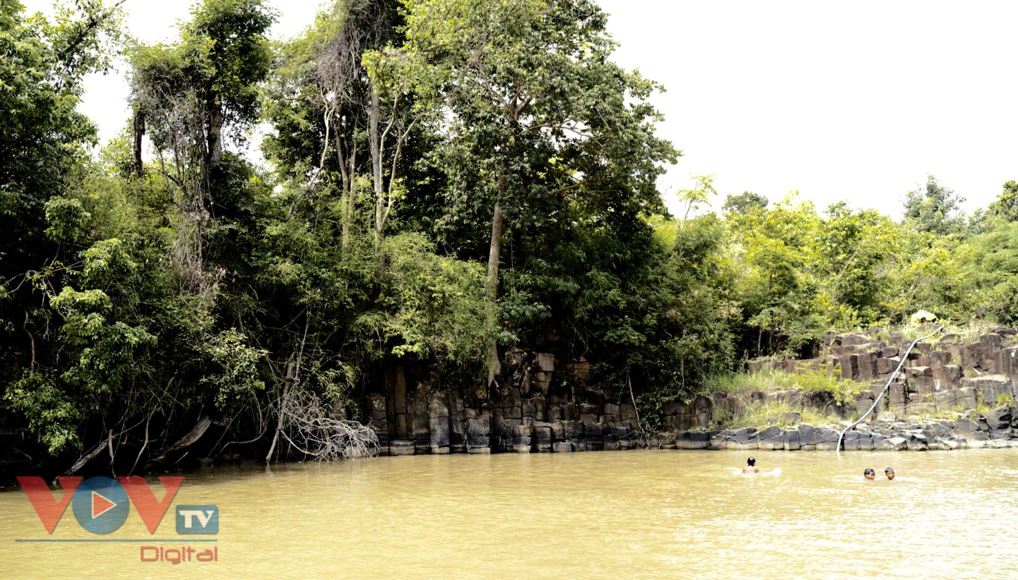 Gia Lai: Mê đắm vẻ đẹp hoang sơ của suối đá núi lửa Ia Ruai - Ảnh 10.