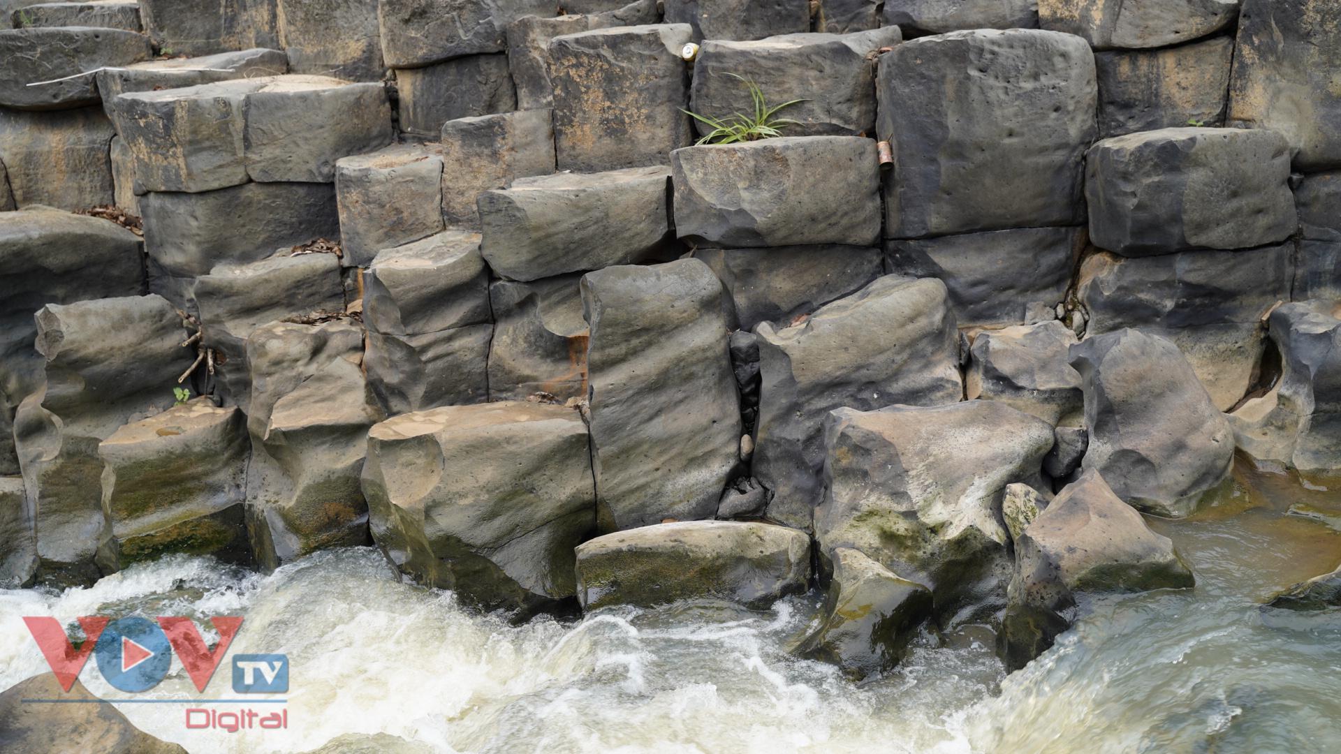 Gia Lai: Mê đắm vẻ đẹp hoang sơ của suối đá núi lửa Ia Ruai - Ảnh 12.