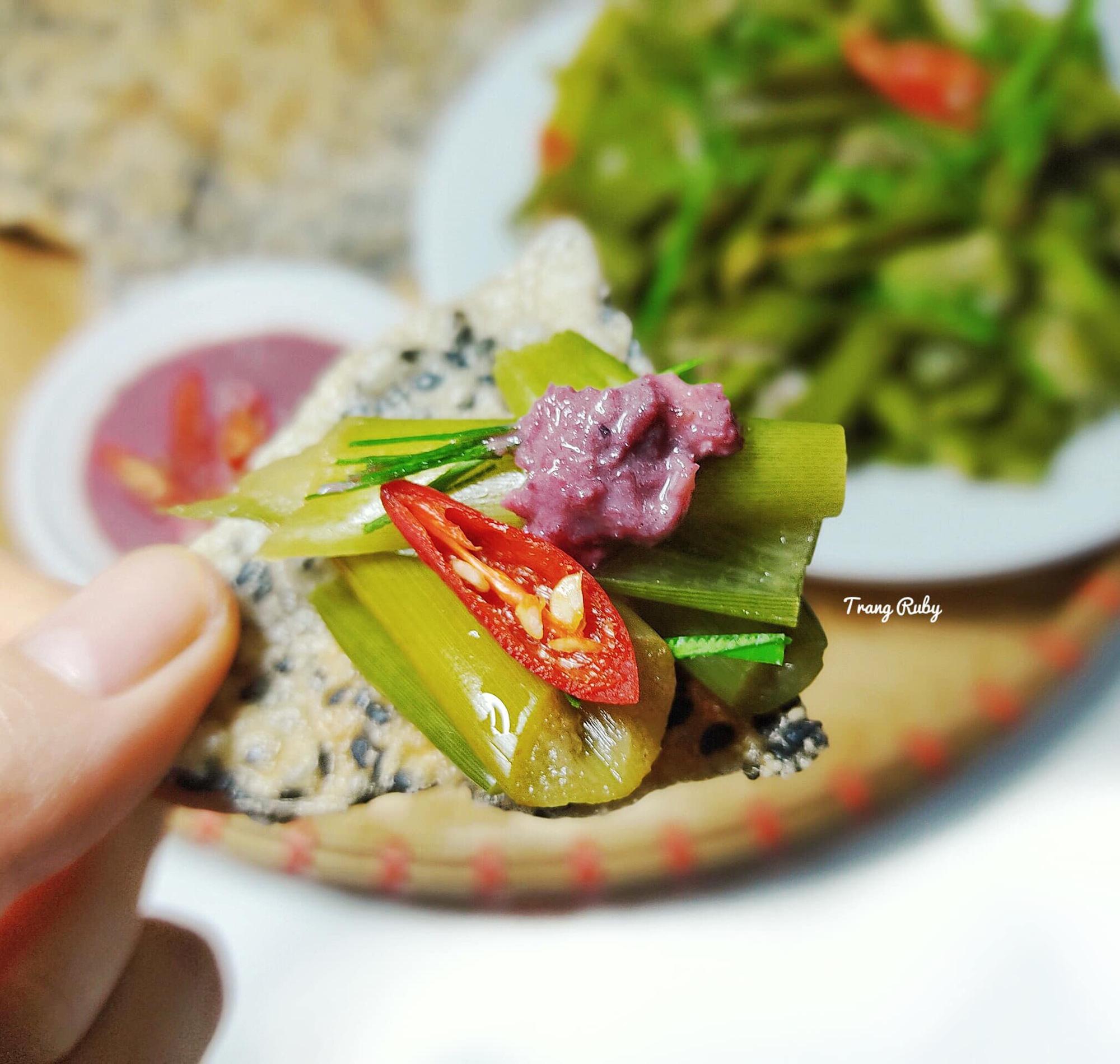 Món dọc mùng muối chua 'dai, giòn sần sật' nức tiếng ở Nghệ An - Ảnh 5.