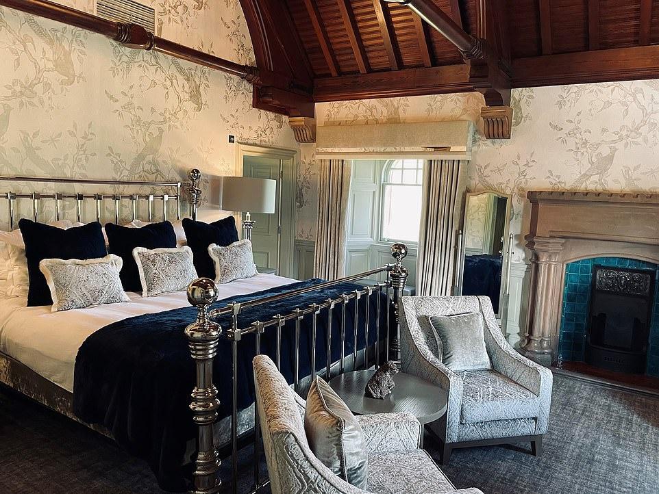 Khách sạn cổ có giường trị giá gần 14.000 USD - Ảnh 1.