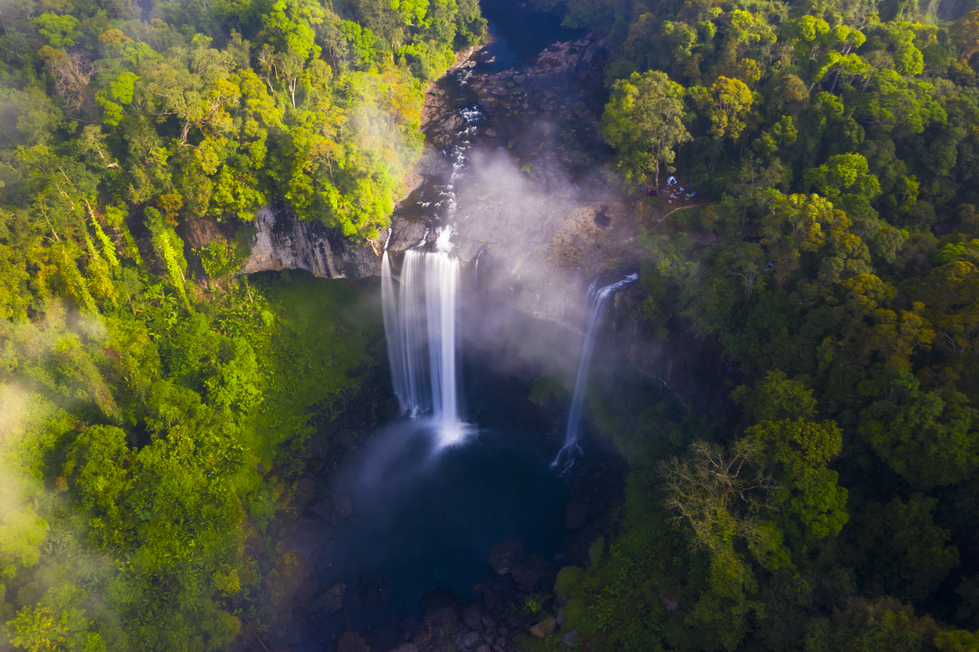 Ngắm thác nước được ví như 'nàng công chúa ngủ trong rừng' ở Tây Nguyên - Ảnh 1.