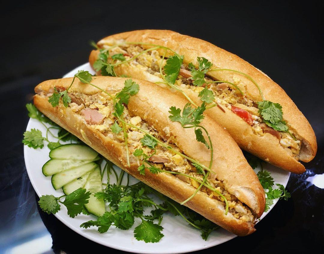 5 phiên bản bánh mì đặc sản thơm ngon của ẩm thực Việt Nam - Ảnh 1.