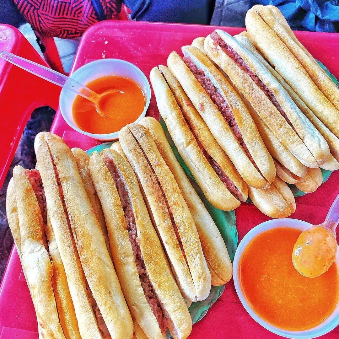 5 phiên bản bánh mì đặc sản thơm ngon của ẩm thực Việt Nam - Ảnh 2.