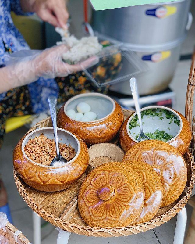 Món xôi nóng hổi ăn kèm 'của lạ', giá bình dân chỉ hơn cốc trà ở Nha Trang - Ảnh 6.