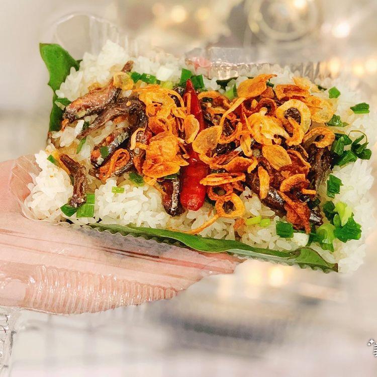 Món xôi nóng hổi ăn kèm 'của lạ', giá bình dân chỉ hơn cốc trà ở Nha Trang - Ảnh 7.