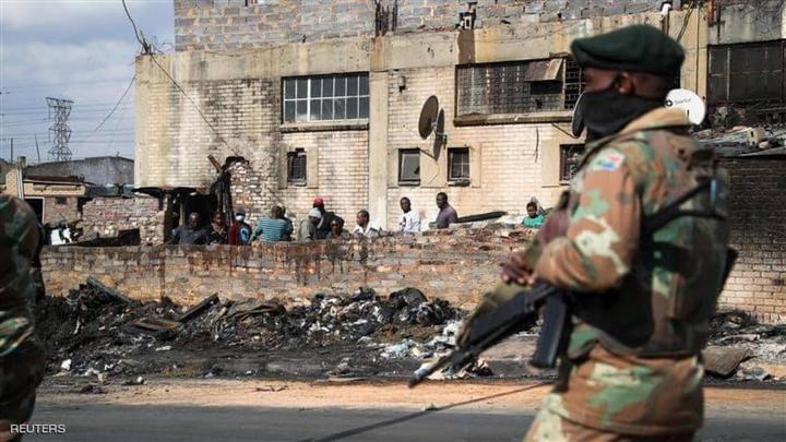 Bạo loạn ở Nam Phi khiến 276 người chết - Ảnh 1.