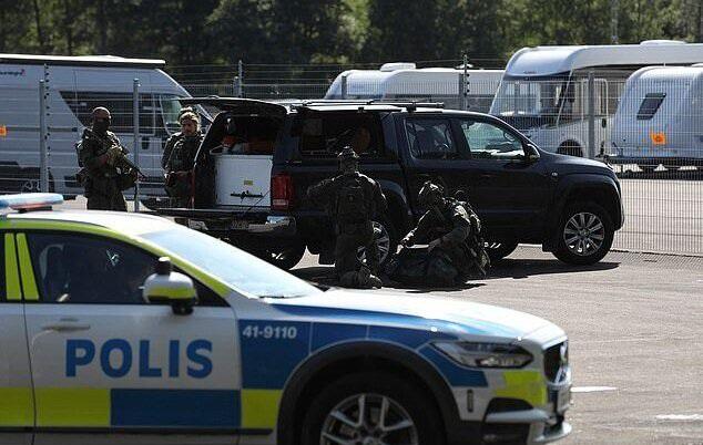 Tù nhân Thụy Điển bắt quản ngục làm con tin suốt 9h, đòi chuộc bằng pizza - Ảnh 1.